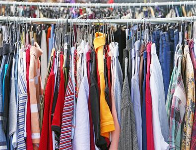 günstige Modeschnäppchen auf dem Flohmarkt